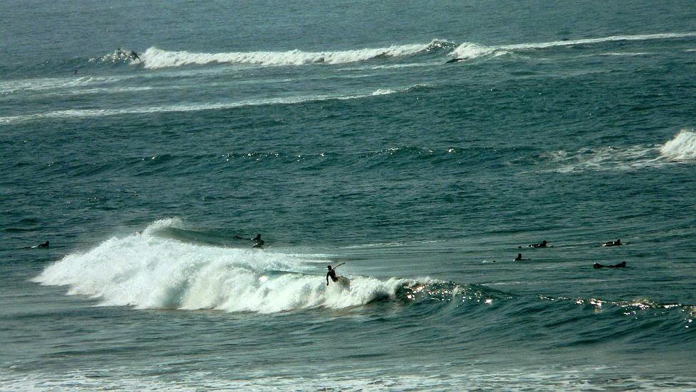 floater de un surfista en sopela