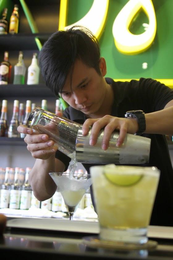 nghe pha che bartender