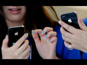 Kenapa Apple Pakai Suara Perempuan di iPhone