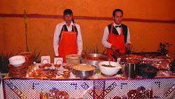 parrillada de 4 carnes acompañadas de papas y nopales con nuestras tradicionales salsas