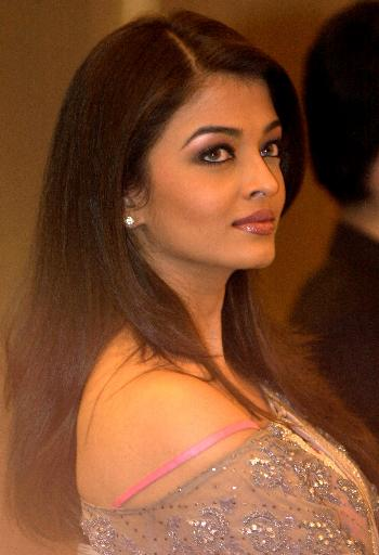 Aishwarya Rai Latest Hairstyles, Long Hairstyle 2011, Hairstyle 2011, New Long Hairstyle 2011, Celebrity Long Hairstyles 2023
