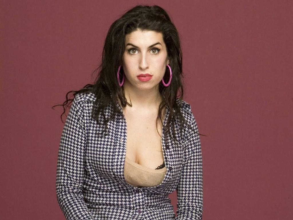 http://4.bp.blogspot.com/-Uwxw1uo2DZ4/TxpiCbVQq-I/AAAAAAAAOMI/R4oSQrJsxb0/s1600/Amy+Winehouse+%25288%2529.jpg