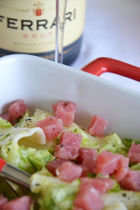 insalata di pasta con tartare di tonno e zucchine all'arancia
