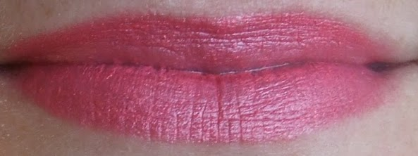 Elizabeth Arden beautiful color lipstick pink pink swatch beauty blog review
