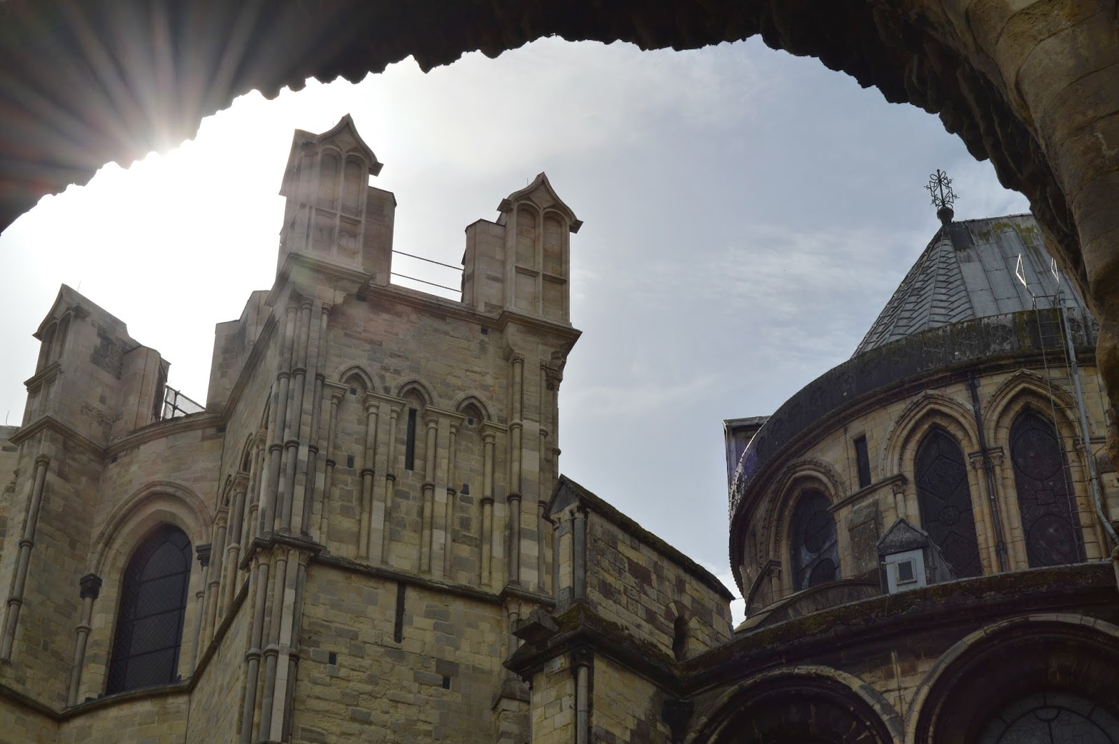 Canterbury Cathedral, Thomas Becket, martyr, Saint Augustine, worship, church, visit, Kent, day trip, religious, old, medieval, stained glass, impressive, big, history, historical, spires, decorated, photo, photograph, arches, monastery, Christian, ruin
