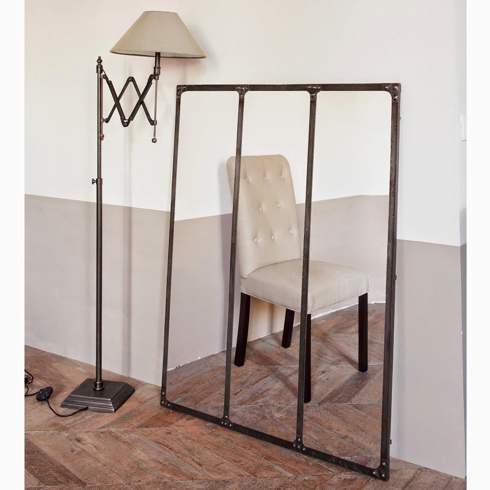 espejo industrial con marco de hierro de maison du monde