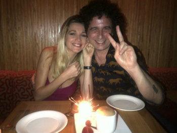 Andres Calamaro publicó foto de su ex desnuda en Twitter