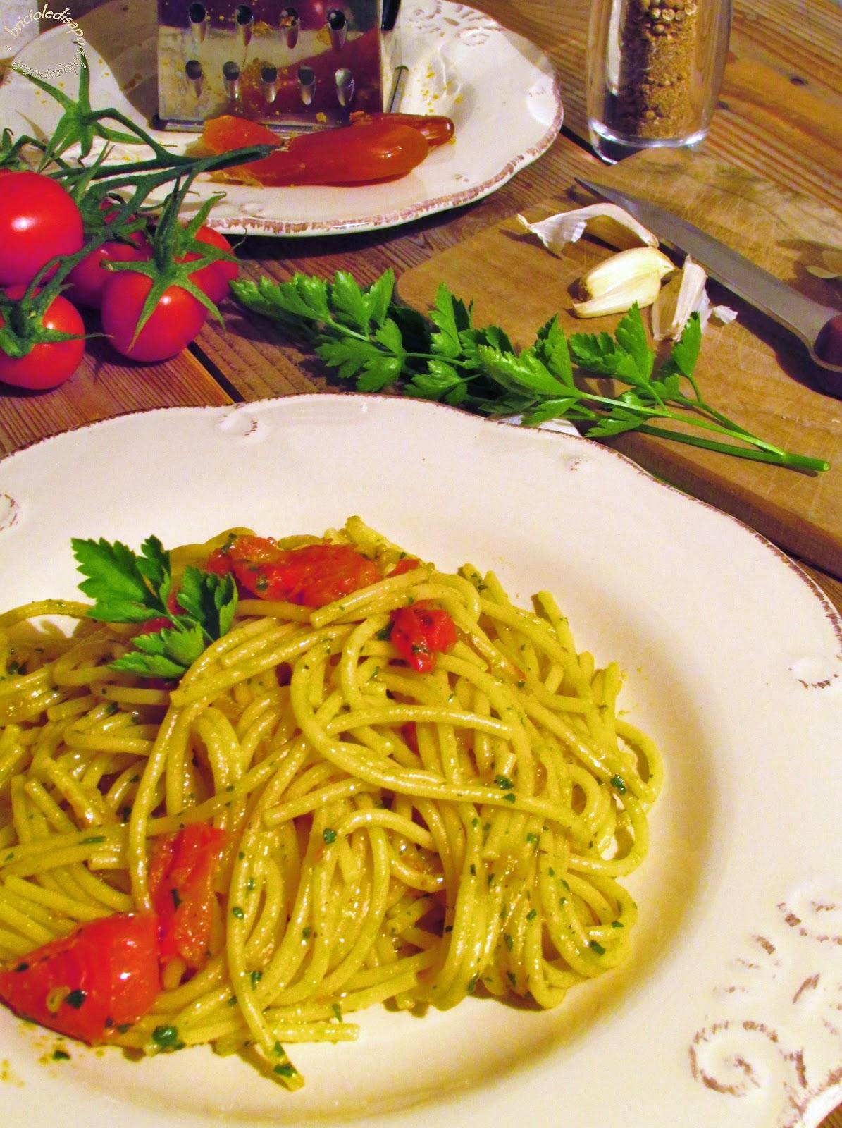 spaghetti alla bottarga e pomodorini con pangrattato tostato... un passo verso l'estate
