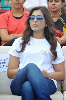 Actress Madhu Shalini Latest Picture Gallery in Jeans at Hyderabad 10K Run  0030.jpg