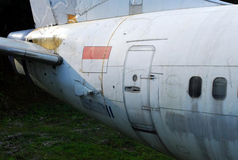 заброшенный самолет на бали