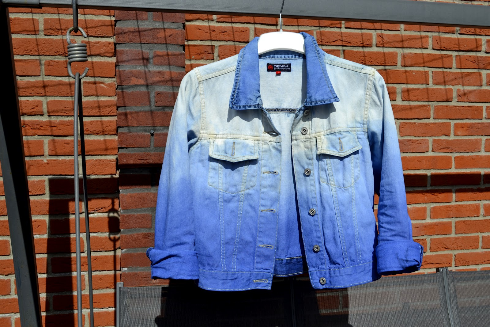 Diy with elli do it yourself tutorials inspiration 4 diy i didnt used bleach to get the ombre effect because the colour wont flow with the denim the end result would be probably two colours half white and solutioingenieria Gallery