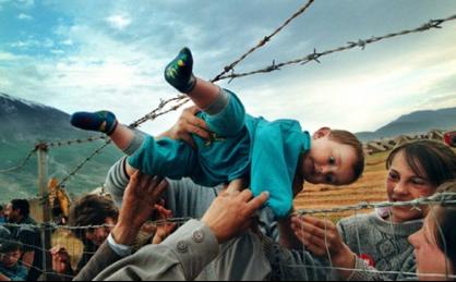 Pengungsi Kosovo (Karya Carol Guzy)