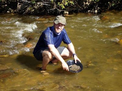 Buscando oro en el río Klondike. Fiebre del Oro Klodinke