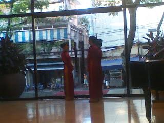 Mujeres con traje vietnamita Ao Dai
