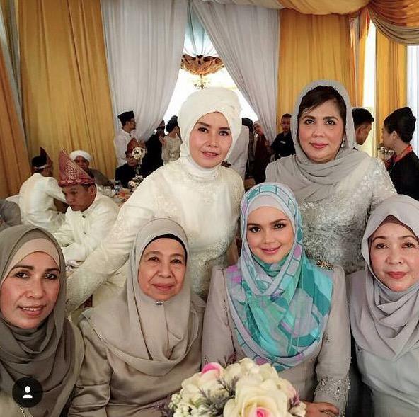 Wajah tunang anak tiri Siti Nurhaliza dan gambar sekitar majlis pertunangan