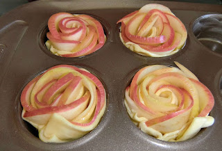 Apple roses ready to oven