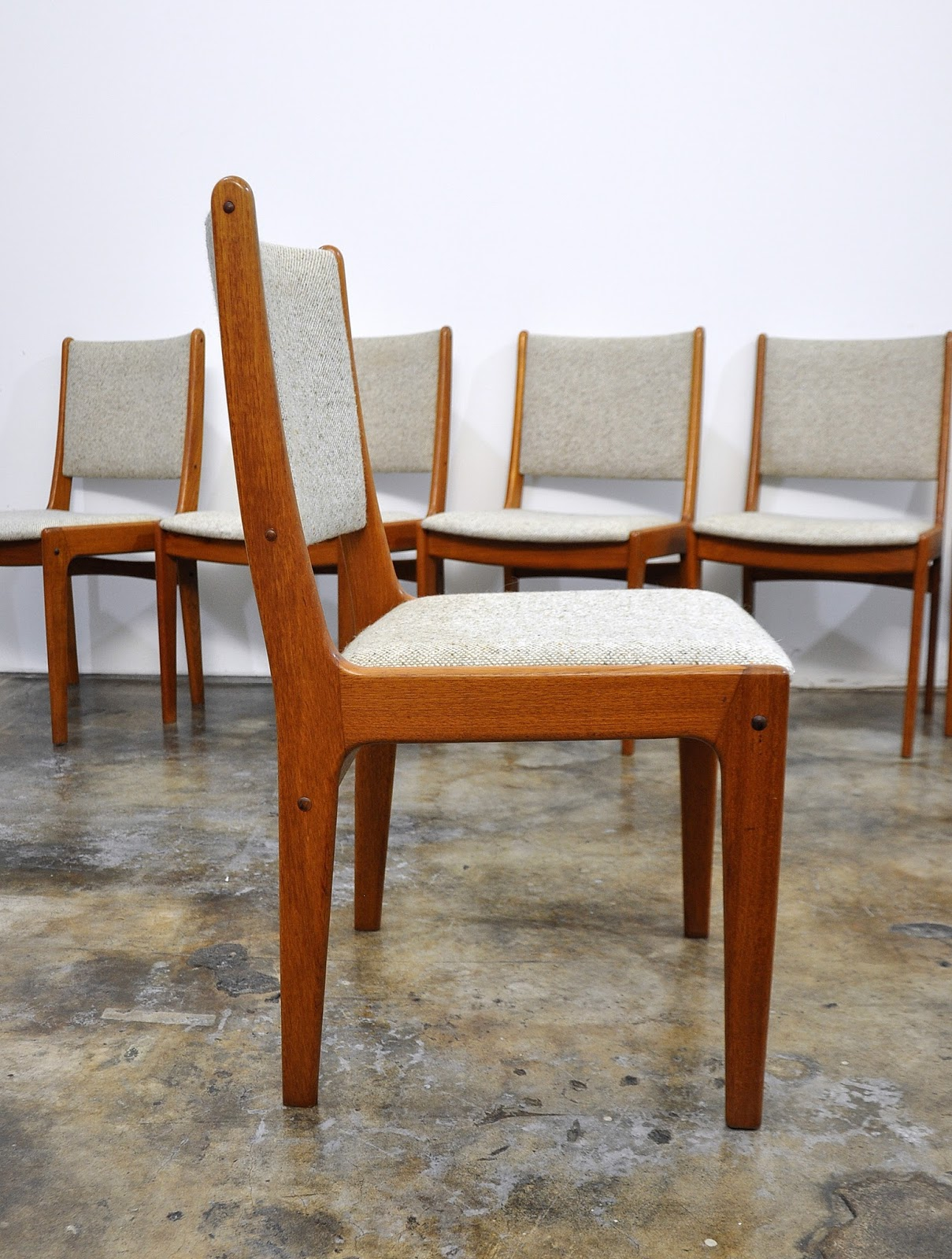 SELECT MODERN Set of 6 Danish Modern Teak Dining Chairs