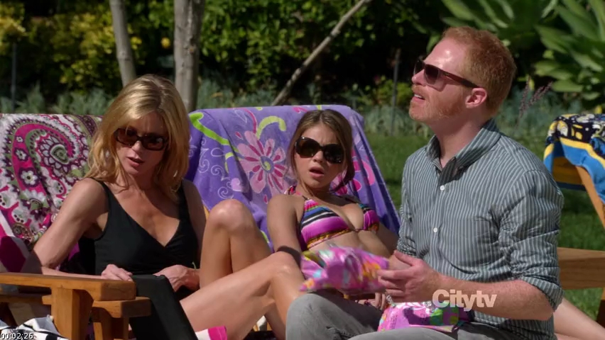 above and below claire julie bowen haley sarah hyland and mitchell jesse tyler ferguson plan modern familys express christmas and are colorful - Modern Family Christmas