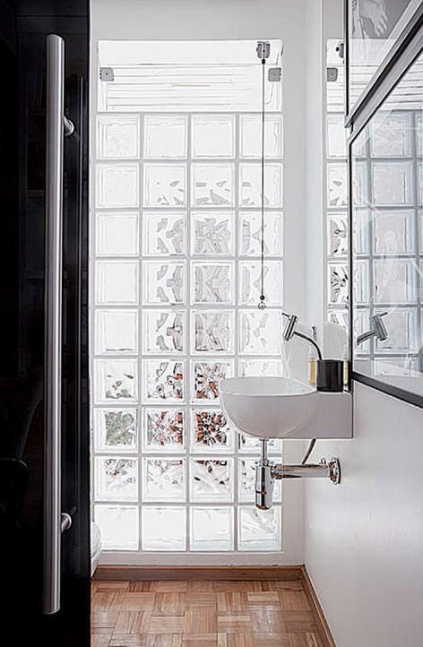 bloco de vidro no banheiro