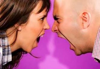 تعرف على فوائد النزاع والشجار مع الاخرين - رجل يتشاجر مع امرأة يتعارك يتشاكل يتناوش - man fighting woman
