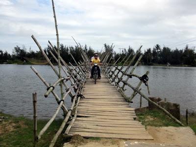 Cầu ván đóng đinh