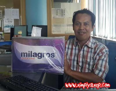 Saya dan produk Minuman kesehatan Milagros. Model dadakan  Foto Kekes