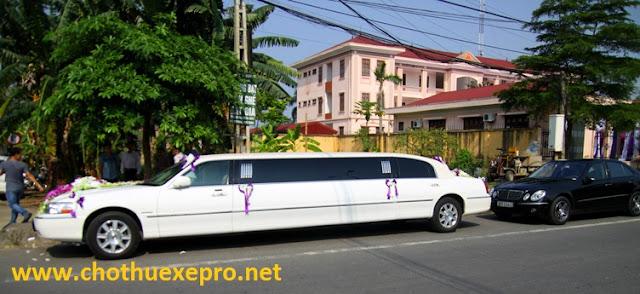 Cho thuê xe cưới Licoln Limosin màu trắng tại Hà Nội