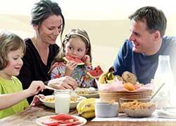 Menyusun menu bersama keluarga