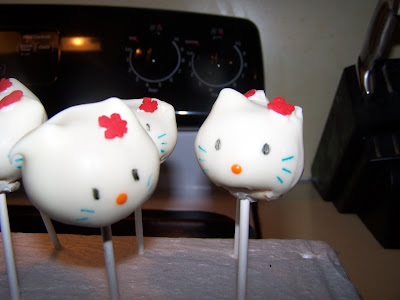 kitty cake pops for child