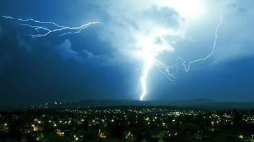 #21 Lightning Wallpaper