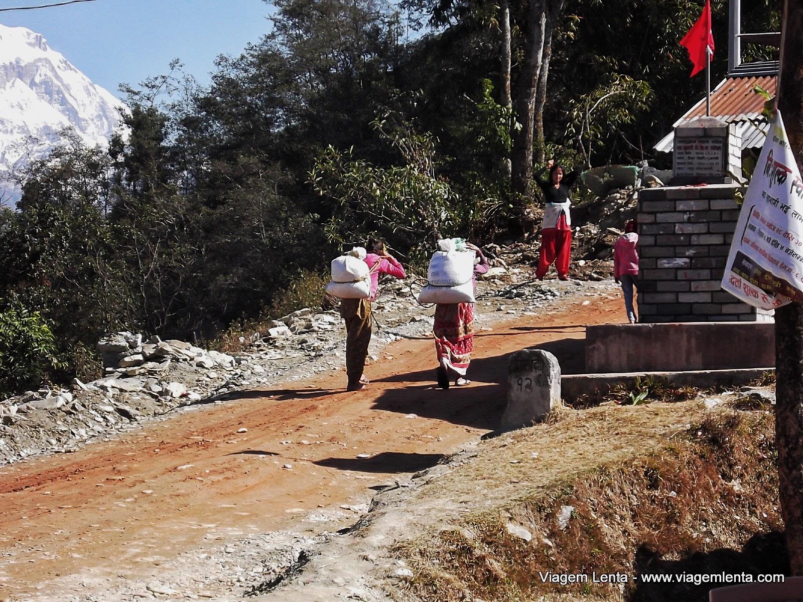 Relato da viagem à Pokhara, seu lindo lago Phewa, no interior do Nepal e o trekking, às margens do Monte Annapurna, na cordilheira do Himalaia.