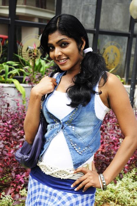 rima kallingal from yuvan yuvathi movie glamour  images