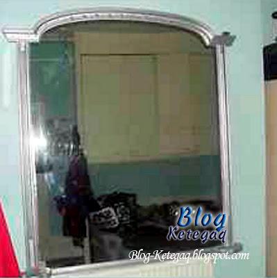 Cermin berhantu dilelong dalam eBay