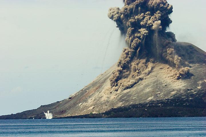 Volcano: mount pelee, 1902