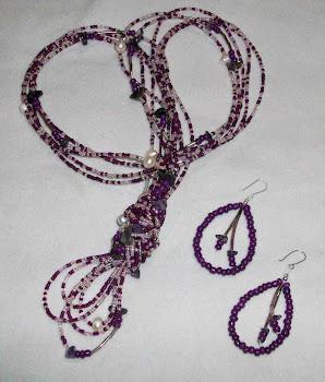 Collar de mostacillas nacaradas, perlas de río y amatistas  Cod 2461  S/ 75.00 Nuevos Soles