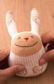conejo juguete hecho con un calcetín