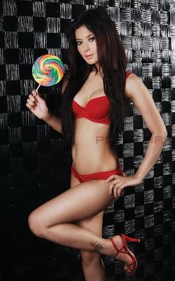 Model Novie Amelia