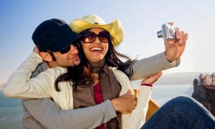 Those Annoying Couples on Facebook Really ARE That Happy - man woman taking photo self shot picture camera