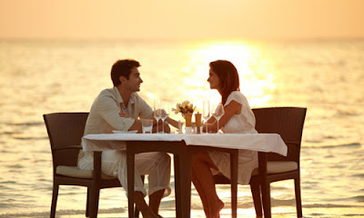 8 Interesting Things to Talk About to Your Girlfriend,man woman romantic date beach sea sunset