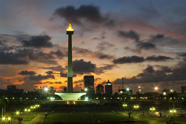 Siang Hari di Pluto Seperti Senja di Jakarta