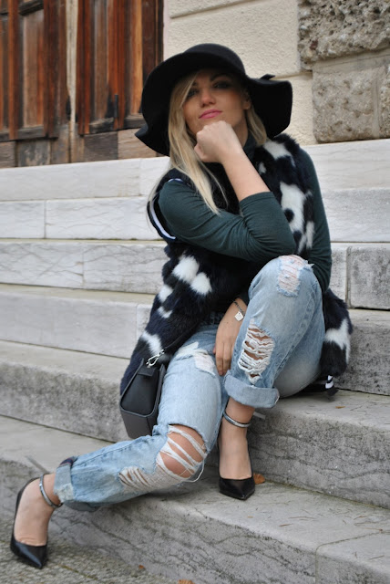 outfit gilet di pelliccia come abbinare il gilet di pelliccia abbinamenti gilet di pelliccia come abbinare il gilet di eco pelliccia come abbinare il gilet di pelliccia ecologica abbinamenti jeans pelliccia ecologica faux fur vest outfit how to wear faux fur vest how to combine faux fur vest gilet di pelliccia ecologica colorato outfit dicembre 2015 december outfits outfit casual invernali outfit casual autunnali outfit sporty fall casual outfit mariafelicia magno fashion blogger colorblock by felym fashion blog italiani fashion blogger italiane blog di moda blogger italiane di moda fashion blogger bergamo fashion blogger milano fashion bloggers italy italian fashion blogger influencer italiane italian influencer italian fashion bloggers faux fur vest street style