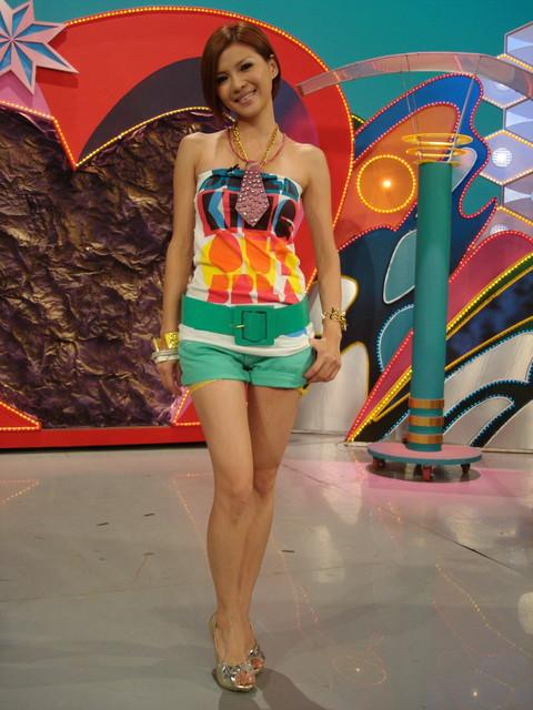 Taiwan Female Artist Cherry Hu Jia Ai 胡嘉愛