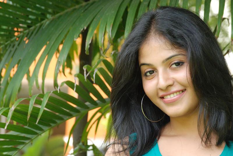 Anjali Latest Cute Stills In Engeyum Eppothum Press Meet Photoshoot images