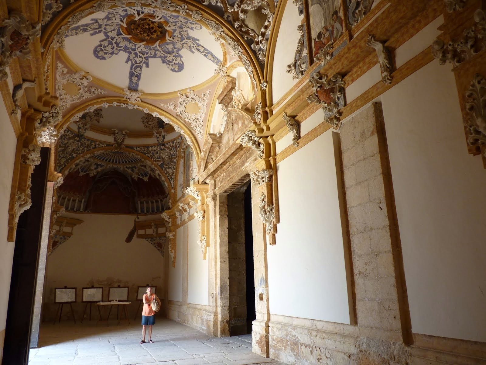 Monastir  per dins - Monasterio por dentro