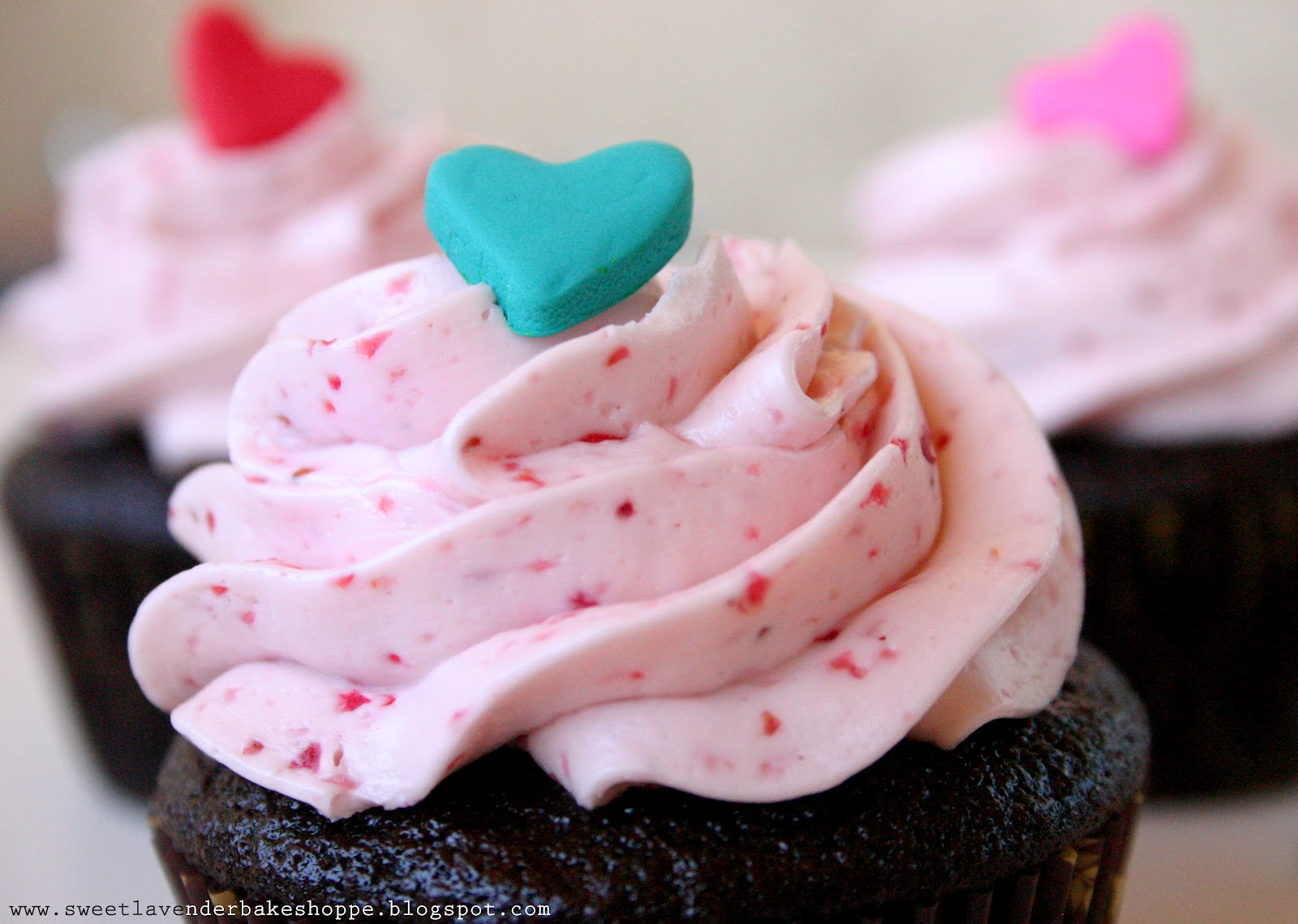 ... : chocolate cupcakes with fresh strawberry buttercream frosting