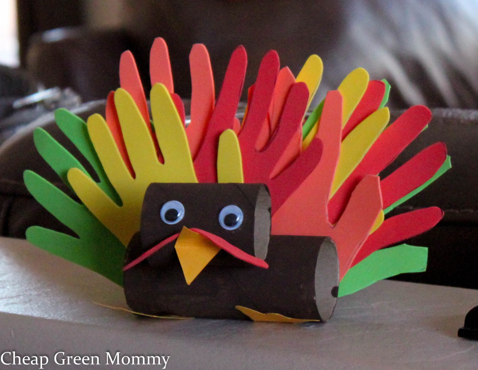 Cheap green mommy easy thanksgiving turkey kid craft for Easy cheap crafts