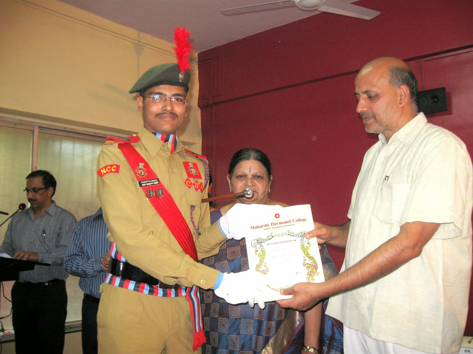 SUO Akshay Lohote, Prize for NCC Best Cadet of The Year 2013-14 with Principal Dr.T.P. Ghule, A.N. Tripathi (IAS) MSCPCR