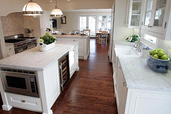 Furnitures fashion wood kitchen flooring for Hardwood floors kitchen