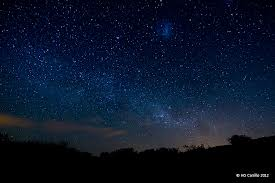 imagen bajo las estrellas