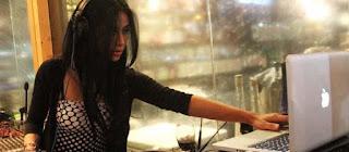 Foto Seksi Uli Auliani Jadi DJ